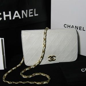 Auth Chanel White Lamb Leather Gold Chain Flap Bag